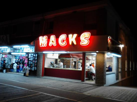 Mack's Pizza: Roberts Ave. location.