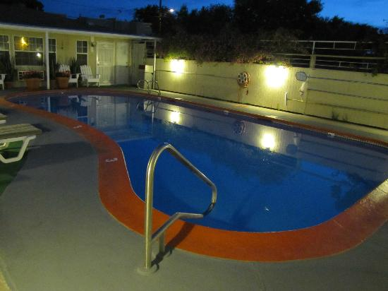 Monterey Non-Smokers Motel: Pool Area