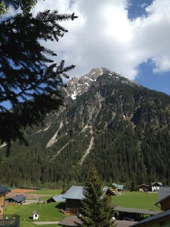 Der Kleinwalsertaler Rosenhof: Blick vom Hotel