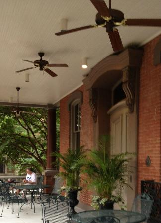 Morrison-Clark Historic Inn & Restaurant: Nice patio to have afternoon coffee/drinks or even dinner