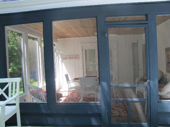 Cottonwood Inn: Screened patio