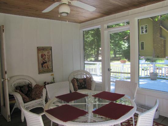 Cottonwood Inn: Lovely covered patio