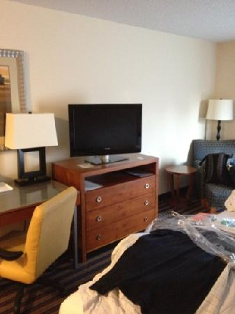 Holiday Inn Richmond Airport : basic king room