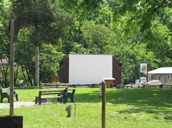 Yogi Bear's Jellystone Park Camp-Resort  Hagerstown: Sunset movie screen