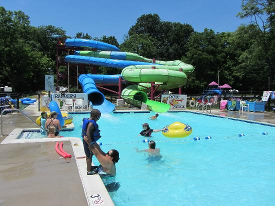 Yogi Bear's Jellystone Park Camp-Resort  Hagerstown: Pool slides