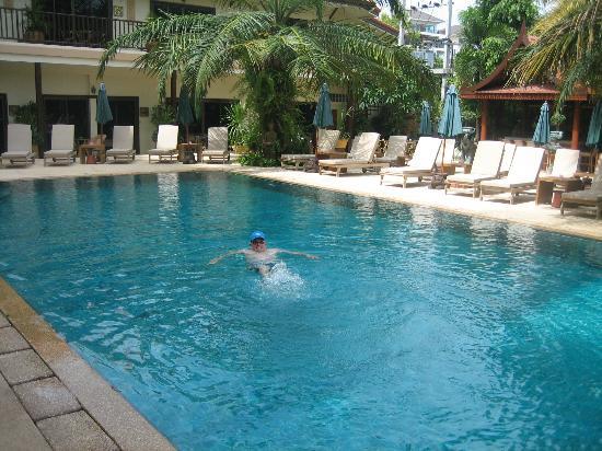 บ้านสวยรีสอร์ท: Relaxing in gorgeous salt water pool at Baan Souy Resort
