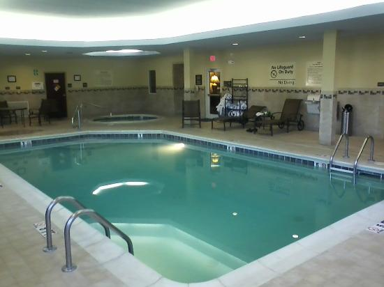 Hampton Inn & Suites Salisbury/Fruitland: Pool and Hot Tub area