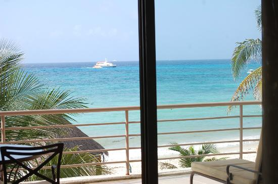 Corto Maltes Ocean Front Luxury Vacation Condos: View from the dining area