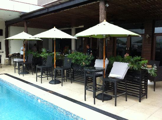 The Cocoon Boutique Hotel: breakfast by the pool