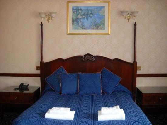 Argyll Arms Hotel: 部屋のベッド