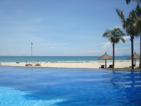 Vinpearl Da Nang Resort & Villas: Swimming pool and Ocean View