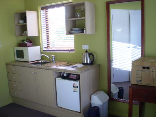 Quality Suites Kaikoura: Well appointed kitchenette