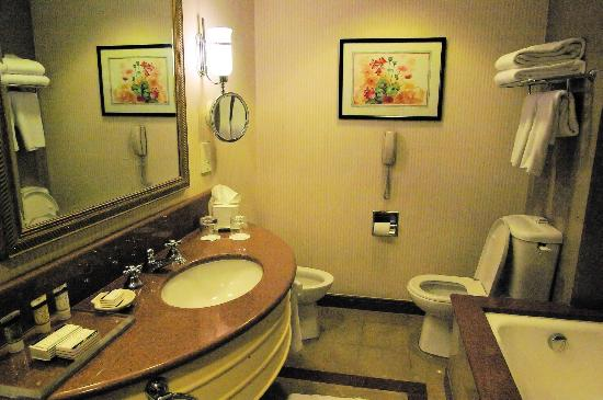 Conrad Cairo: Our beautiful bathroom