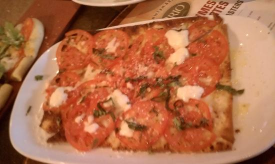 BRIO Tuscan Grille: Margherita flat bread
