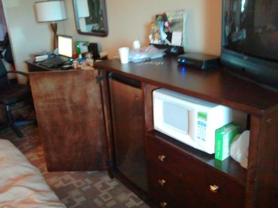 Days Inn Fife: My mini fridge & microwave