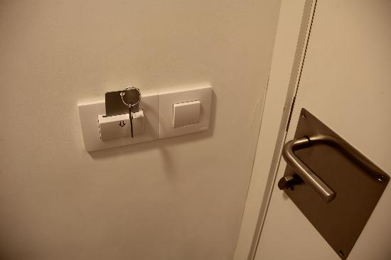 Hostal Benidorm: The key turns on the lights.