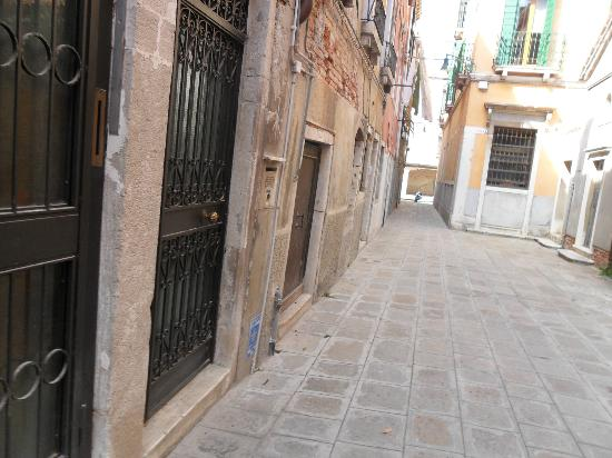 Residenze Sinfonia Veneziana: Outside of the apartment