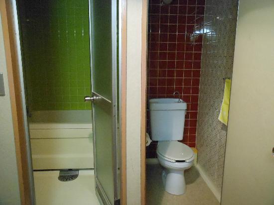 Sera Bekkan: Toilet and Bath room