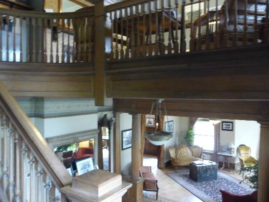 Rosedell Bed & Breakfast: picture taken on stairs to upper rooms