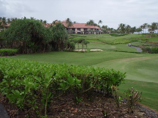 Pan Pacific Nirwana Bali Resort: Par 5 6th green toward hotel