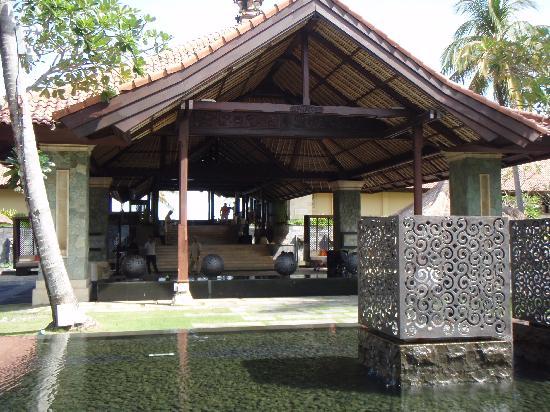 Pan Pacific Nirwana Bali Resort: 1st impression at reception area