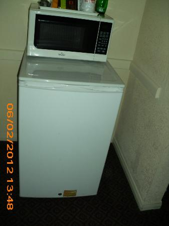 Ramada Limited San Diego/Near SeaWorld: microwave and refridgerator