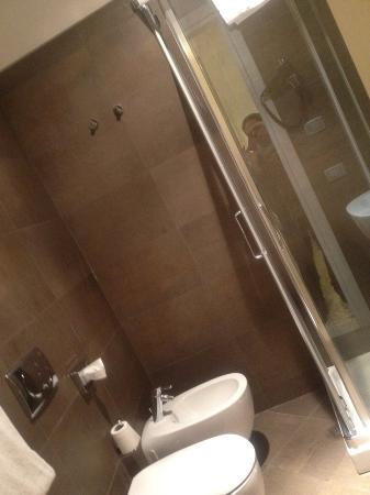 Hotel dell'Opera: baño moderno