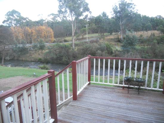 Crabtree River Cottages: Looking at the river from the deck