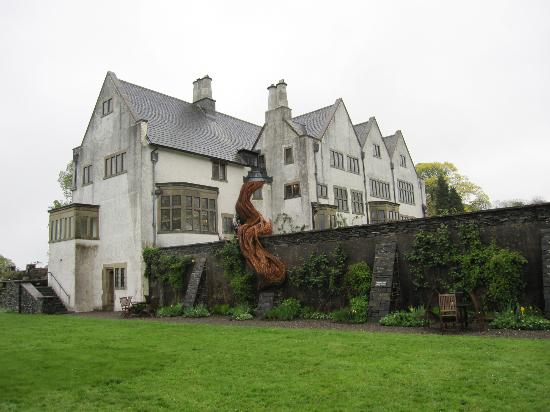 Bowness-on-Windermere, UK: The sculpture by Laura Ellen Bacon at Blackwell House