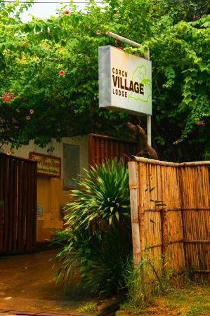 Coron Village Lodge: Entrance