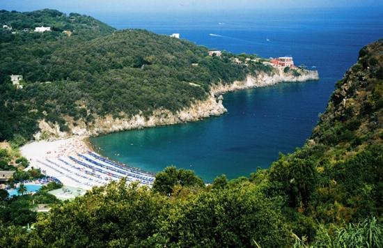Lacco Ameno, Italy: la baia di San Montano - luigi pr.