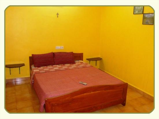 Jes Guest House: BED ROOM