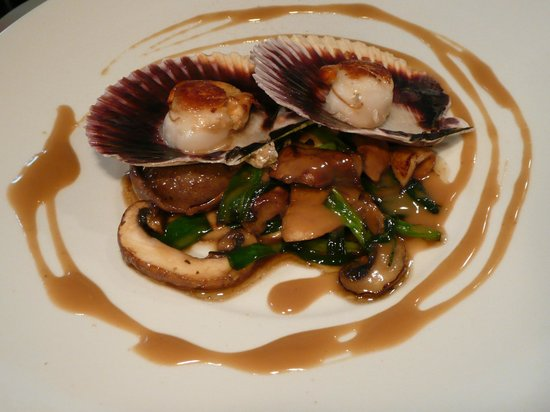 Appetite: Seared scallops on a bed of mushrooms