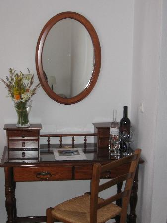 Violeta Hvar: Beauty table