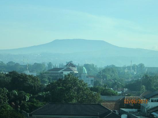 Holiday Inn Bandung: View of Tangkukan Perahu