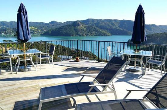 Waimanu Lodge Whangaroa Northland: Harbour View Suite lounging deck