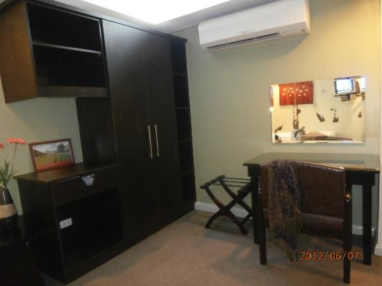Best Suites Hotel Cebu: cabinets