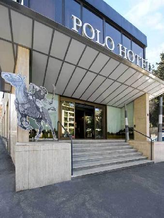 Polo Hotel: Hotel Entrance