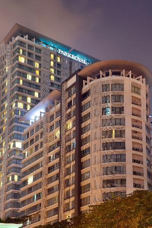 PARKROYAL Serviced Suites Kuala Lumpur: Building Exterior - Night
