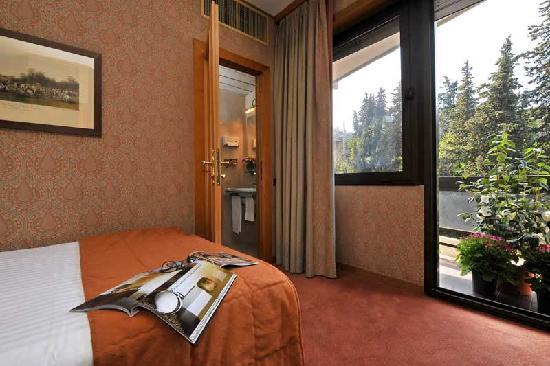 Polo Hotel: French bed room
