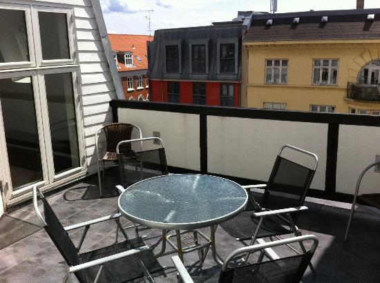 CPH Apartment : Terrace area