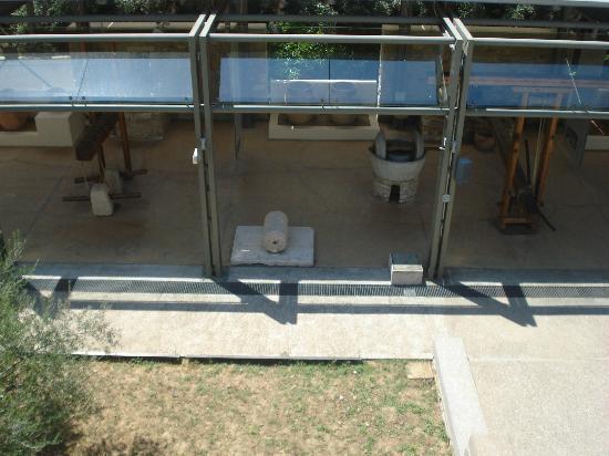 Museo de la Aceituna y del Aceite de Oliva Griego: external exposition