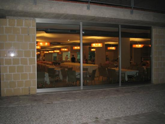 Menfi Beach Resort: Ingresso ristorante