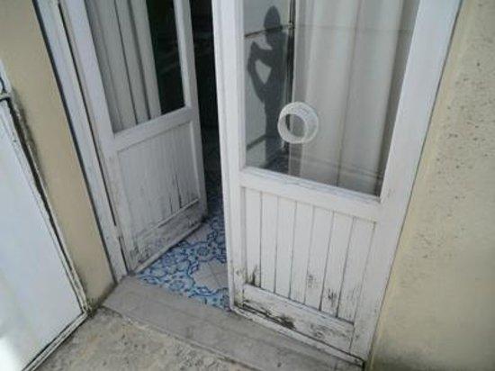 Hotel Alexander Palme: Balcony doors