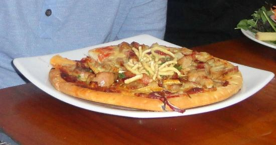 Stellar Restaurant & Bar: foul play pizza
