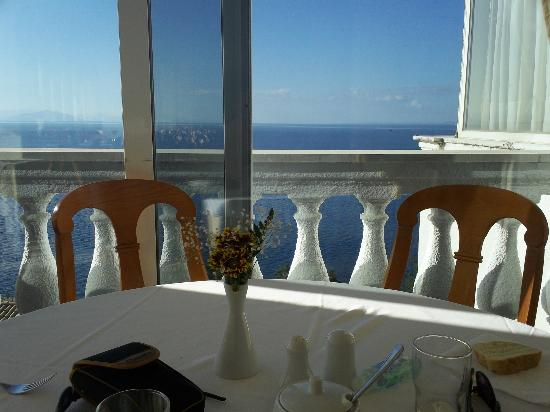 Sunshine Corfu Hotel & Spa : The start of another sunny day, breakfast view.