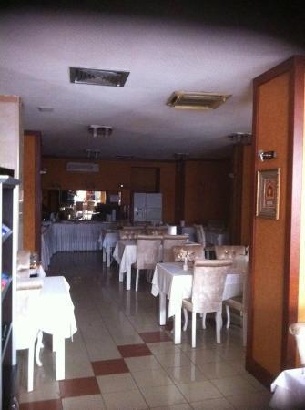 Turvan Hotel: dining