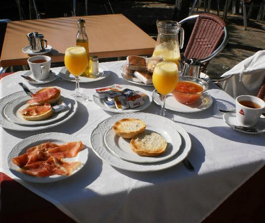 A Velha Fabrica: Ontbijt op het terras
