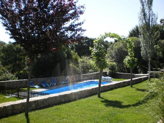 A Velha Fabrica: Zwembad in het groen