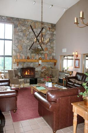 Hunter Inn: View of the lobby area with the fireplace.